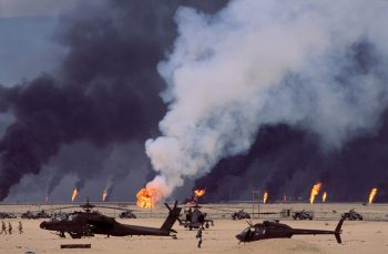 KUWAIT. US soldiers and helicopters in front of burning oil fields. 1991.