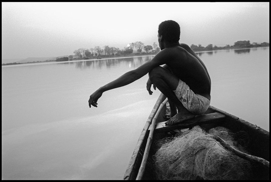 MALI. Bamako. At sunrise, a fisherman in his boat on the river Niger. 1994.