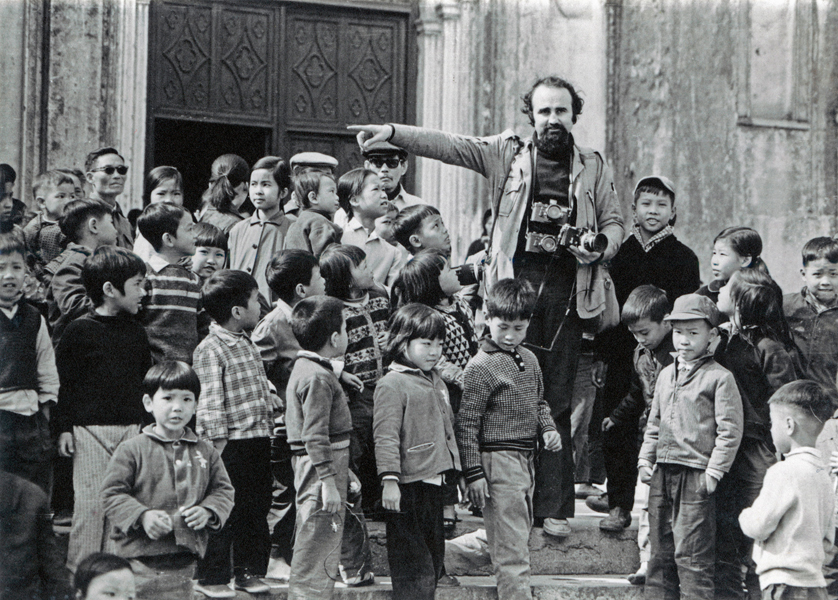 VIETNAM. Hanoi. 1975. Photographer ABBAS among children, at the end of the war.